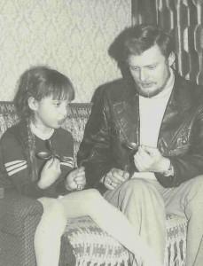Paweł Jezierski przeprowadza testy psychokinetyczne z Luizą W. (zdj. L.Matela)
